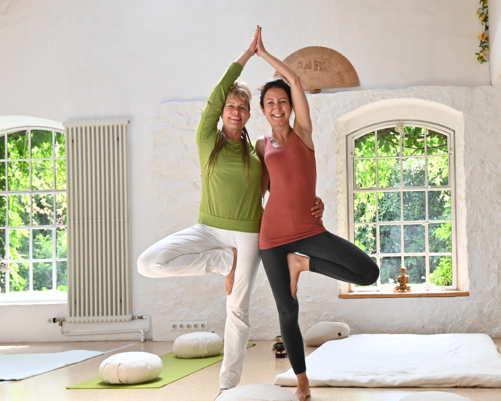 yoga-touch-agnes-und-gaby-partnerbaum