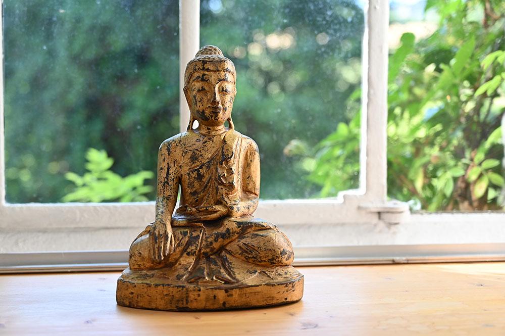 yoga-touch-buddha-fenster