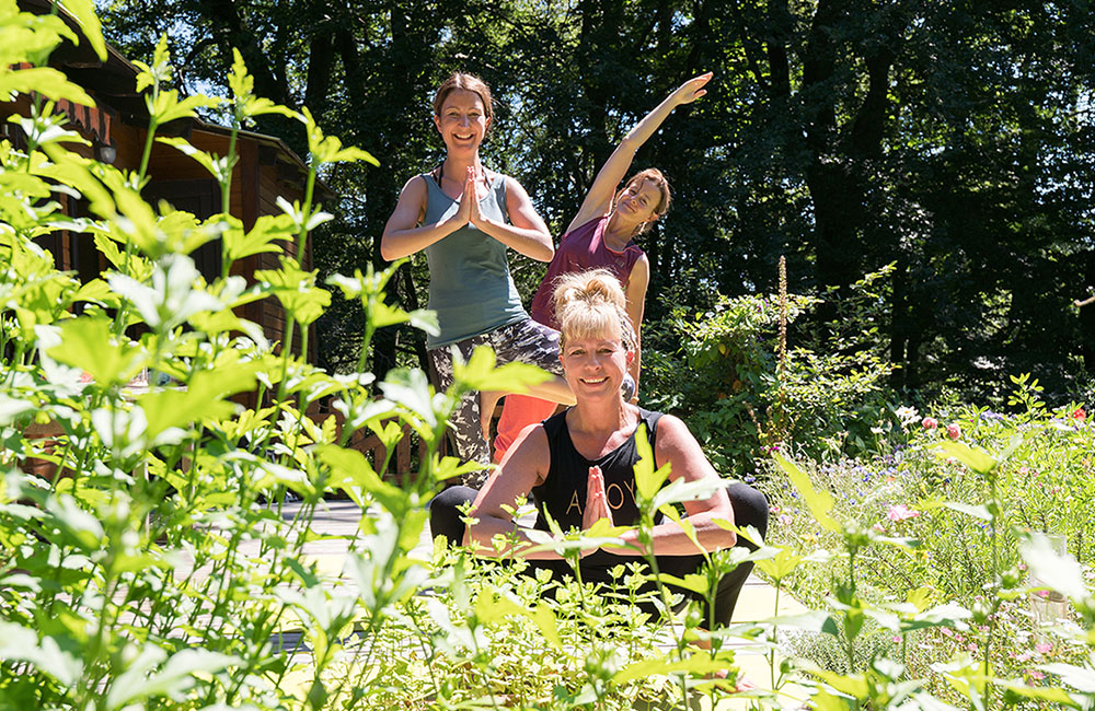 yoga-touch-gaby-haende-hoch