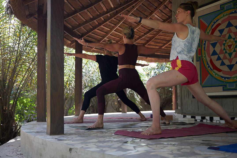 yoga-touch-yoga-held-2.jpg